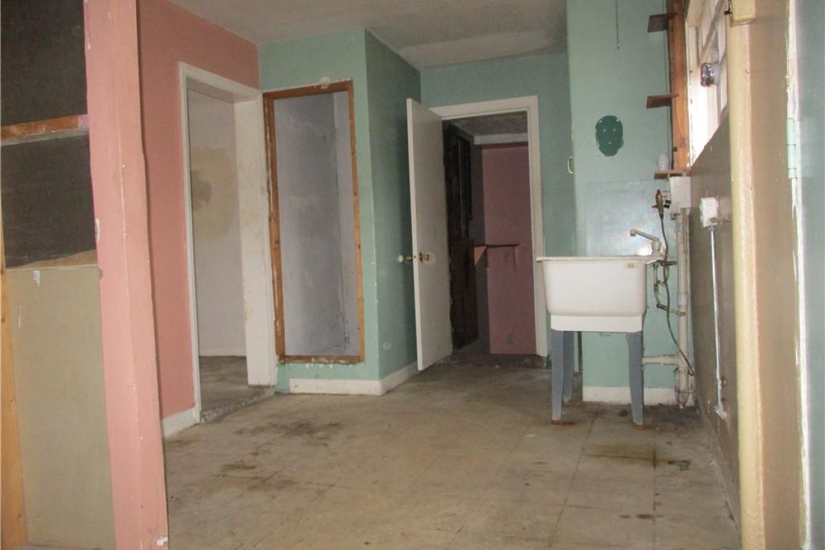 7 Bedrooms Bedrooms,3 BathroomsBathrooms,Single Family Home,1098